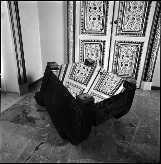 <p>Michelangelo Pistoletto,&nbsp;<em>Mobili capovolti</em>, 1976, Leather armchair and mirror.</p><p>Installation view, Museo Diego Aragona Pignatelli, Naples, 1977.</p><p>Courtesy of Luxembourg &amp; Dayan, Photo: P. Pellion,&nbsp;&copy;&nbsp;Paolo Pellion.</p>